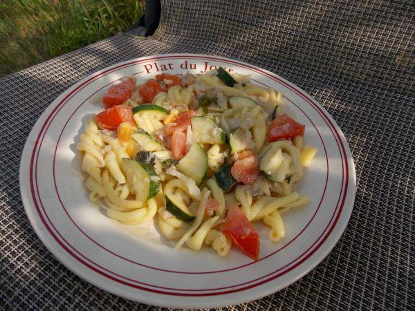 makaron z rybą i warzywami1