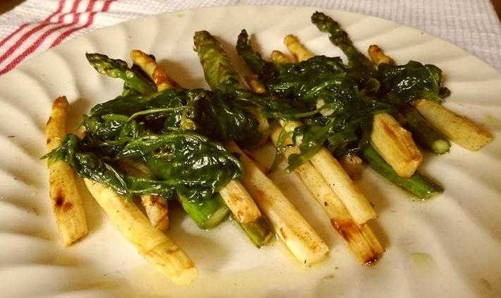 szparagi z grilla z dzikim sosem
